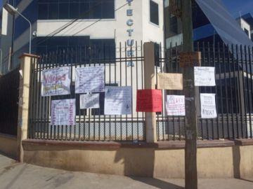 Estudiantes de Turismo cierran edificio administrativo de la UATF