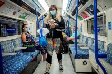 Preocupa aumento de coronavirus entre los jóvenes en Reino Unido