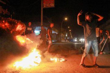 Manifestantes incendian la sede del gobierno libio paralelo en Bengasi
