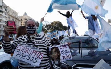 Hay protestas en calles de Argentina contra el gobierno y la cuarentena