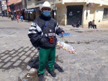 """Pese a la pandemia y restricciones, comerciantes salen para no """"morirse de hambre"""""""