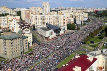 Decenas de miles de personas manifiestan contra Lukashenko en Minsk
