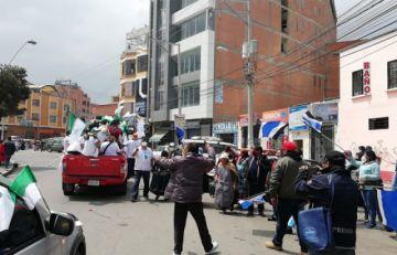 El Alto: Masistas atacan y corretean caravana de Chi y éste sospecha de gente armada