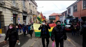 Padres de familia se movilizan por canasta estudiantil en Potosí
