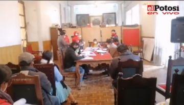 El Concejo Municipal analiza el informe sobre el bono escolar