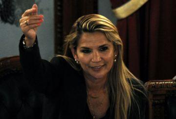 Jeanine Áñez  a un mes de las elecciones deja  su candidatura