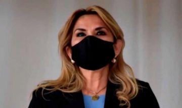 Crecen rumores de que Jeanine Añez retiraría su candidatura