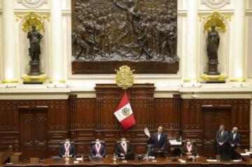Congreso de Perú debate acaloradamente si destituye al presidente Vizcarra