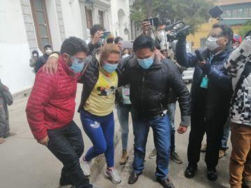 Evacúan a dirigente de los padres de familia de piquete de huelga