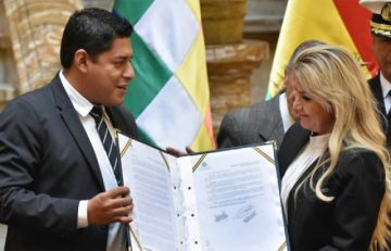 Tres exministros de Goni esperan respuesta del Gobierno para volver al país