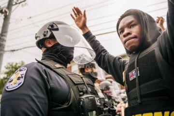 Inculpan a policía en EE.UU. por el caso de afroestadounidense muerta en un tiroteo
