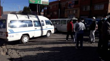 Transportistas de base bloquean la avenida Universitaria