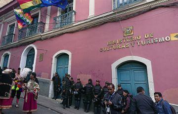 Exfuncionarios de Ministerio de Culturas exigen pago salarios y beneficios