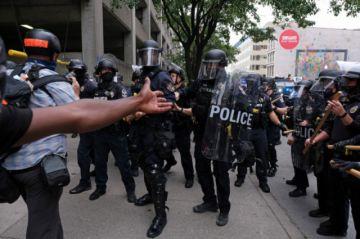 Protestas en ciudad de EE.UU. por caso Breonna Taylor dejan dos policías heridos