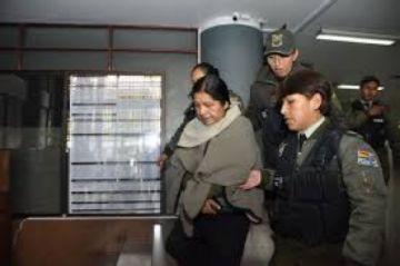 Dan detención domiciliaria a la expresidenta del TSE, María Eugenia Choque