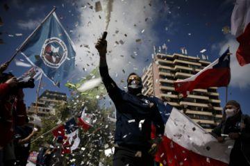 Manifestantes protestan contra una nueva Constitución en Chile
