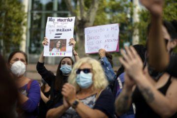 Centenares se manifiestan en Madrid contra los confinamientos parciales