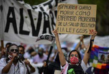 Enfermeros de Buenos Aires marchan por aumento salarial en plena pandemia
