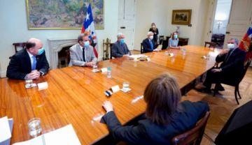"""Chile anuncia """"aproximación progresiva"""" con Bolivia, pero se desecha la aspiración marítima"""