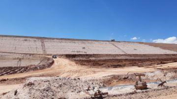 El Potosí le muestra el dique de colas de la empresa Manquiri