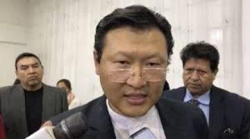 Chi Hyun Chung reta a Camacho a debatir sobre el gobierno de Dios