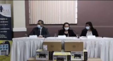 Potosí recibe equipos para seguimiento de campañas de vacunación