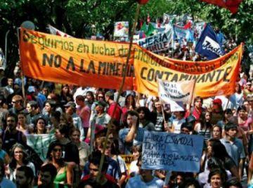 Decenas protestan en Colombia contra mayor mina de carbón a cielo abierto de Latinoamérica