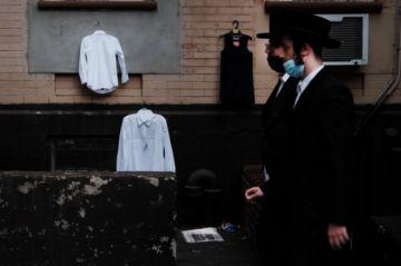 Judíos ortodoxos de Nueva York rechazan restricciones para frenar la pandemia