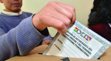 Analistas dicen que los sufragantes indecisos pueden dar sorpresa en las elecciones del 18 de octubre