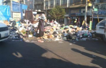 Cochabamba acumula basura en las calles por bloqueo al botadero de K'ara K'ara