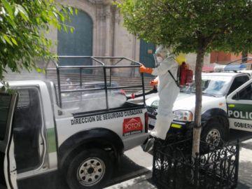 Desinfectan vehículos policiales que servirán en jornada electoral