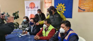 Banco Sol recibe el pago de las facturas de Aapos en Potosí