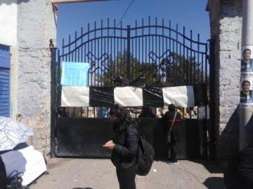 Familiares de fallecidos por covid toman el cementerio