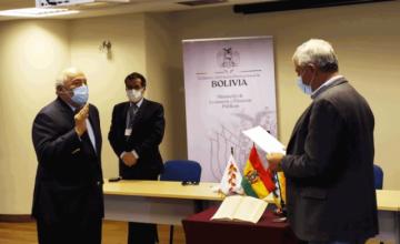 Saavedra asume Presidencia del Banco Central, descarta devaluación y dolarización