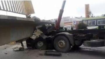 Una pasarela se desploma y deja un muerto en la avenida 6 de marzo de El Alto