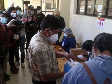 Candidato potosino a la presidencia votó en Oruro