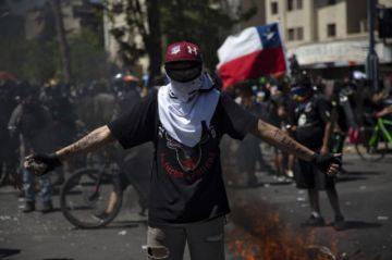Manifestantes se reúnen en Plaza Italia en primer aniversario de protestas en Chile