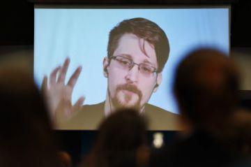 Edward Snowden recibe permiso de residencia permanente en Rusia