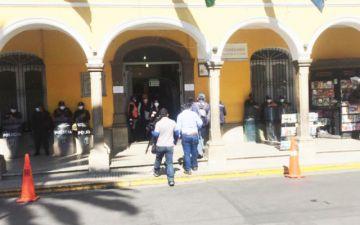 Cochabamba: Alcaldía se reabre tras nueve días de cierre por conflicto edil