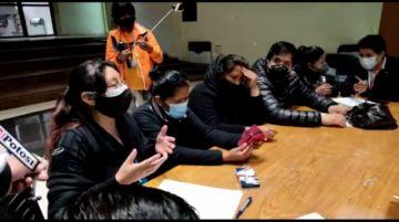 Familiares de fallecidos con coronavirus dan ultimátum a las autoridades