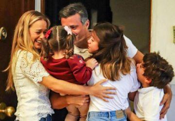 El líder opositor venezolano Leopoldo López  se reencuenta con su familia