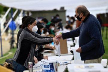 Los chilenos votan si cambian la Constitución entre la incertidumbre y la esperanza