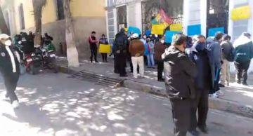 Vecinos de la zona de Pailaviri bloquean el edificio municipal