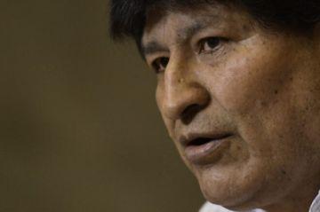 """Evo Morales pide respetar la Constitución tras prostesta en Bolivia a favor de una """"junta militar"""""""