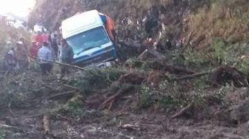Cierran cruce Chuspipata-San Rafael en los Yungas de La Paz por derrumbe