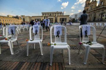 Trabajadores de la salud protestan contra el manejo de la pandemia en Colombia