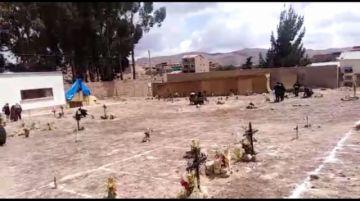 Familiares de fallecidos por covid anuncian exhumación directa