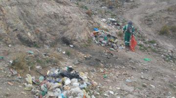Brigadas de limpieza de Emap intervienen los botaderos ilegales de basura