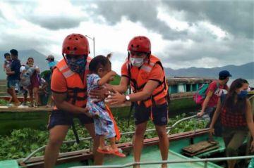 Filipinas evacua a casi un millón de personas ante tifón Goni