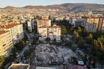 Hay una carrera contrarreloj en Turquía para encontrar supervivientes del sismo